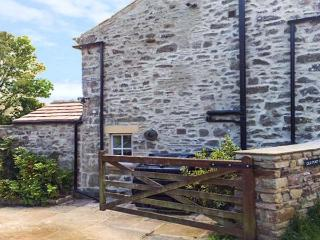 OLD POST OFFICE, character cottage, open fires, ideal for a family, in Reeth, Ref 27237