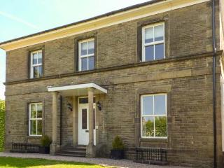 STONERIDGE, all bedrooms with en-suite shower and TV, WiFi, garden, pet-friendly, in Buxton, Ref 923876