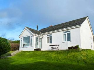 HIGHDOWN, detached, open fire, WiFi, pet-friendly, enclosed garden, in Bigbury-on-Sea, Ref 930778