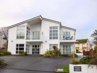 THE SHUGGIES, first floor apartment, balcony, pet-friendly, close to beach, in Benllech, Ref 931242
