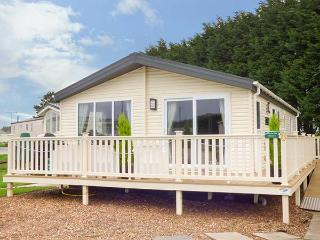 DREAM ON modern lodge, en-suite, on-site facilities including children's pool, WiFi, in Filey Ref 932179