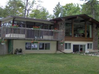Balsam Lake-West Bay Cottage-6+ Bedrooms-Sleeps 20, Pet Friendly
