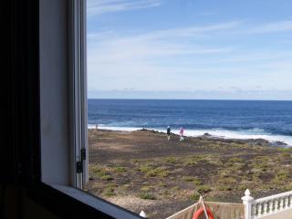 Villa en primera línea de mar, Tinajo