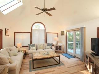 Chatham CapeEscape! Beach Chic Vacation Rental 5 min walk to beach-very Private