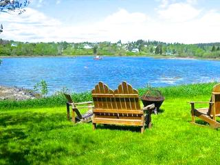 Affordable Cottage on Water's Edge with Bunkhouse., Machiasport