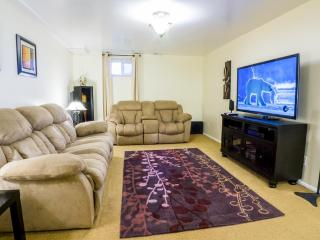 "Cozy Modern Apartment - WiFi, 55"" TV, Netflix, XBOX, Washer/Dryer, Keyless Entry"