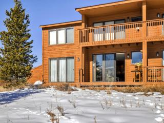 Blissful 2BR Grand Lake Condo w/Wifi, Private Deck & Sweeping Views of the Continental Divide & Lake Granby - Near Skiing, Hiking, Snowmobiling & Rocky Mountain Nat'l Park!