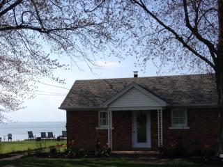 Our Cozy Cottage On Lake Ontario