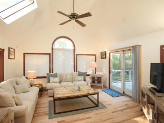Private-Cape Escape-Newly Renovated-5 min Walk to Beach!-Hear the Waves at night, South Chatham
