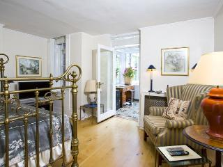 LUXURY AND SPACIOUS 2 BED 2 BATH IN ST.JOHN'S WOOD