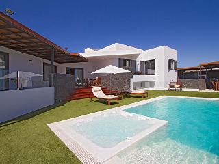 Puerto Calero Villa Sleeps 8 with Pool Air Con and WiFi - 5825242