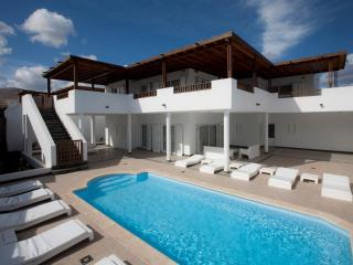 Fantastic 5 bed villa with Air Con in Puerto Calero Ref LVC198342