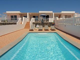 Puerto del Carmen Villa Sleeps 5 with Pool - 5825241