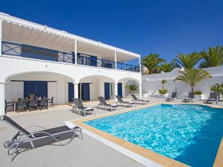 Beautiful 5 bed villa in the marina of Puerto Calero  LVC198572