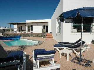 Puerto del Carmen Villa Sleeps 6 with Pool - 5825251