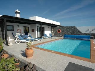 Delightful 2 bed villa just 5 minutes from the sea Ref LVC200843