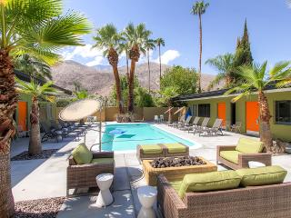 Alluring Palm Springs Mid-Century Modern Poolside Studio Apartment #3 w/Private Patio, Free Wifi & Impressive Views - 5 Units Available! Walk to Shopping, Restaurants & Entertainment.