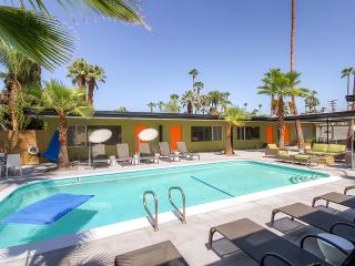 Stylish Palm Springs Mid-Century Modern Studio Apartment #6 w/Saltwater Pool, Stunning Private Patio, Gourmet Kitchen & Free Wifi - 5 Units Available! Walk to Restaurants, Shopping & Nightlife.