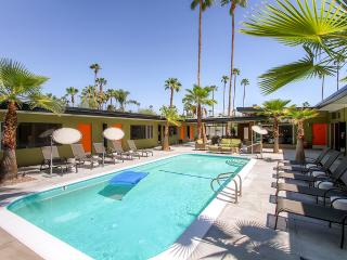 Enticing Palm Springs Mid-Century Modern Studio Apartment #4 w/Gorgeous Private Patio, Saltwater Pool & Free Wifi - 5 Units Available! Walk to Great Restaurants, Shopping & Nightlife.