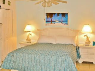 Romantic Beach Getaway! Bright & Airy Sanibel Island Studio w/Wifi, Lanai, Multiple Pools & Tropical Views - Steps Away from the Beach!