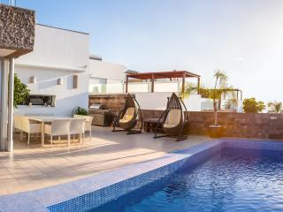 Luxury Villa with private heated Pool!, Costa Adeje