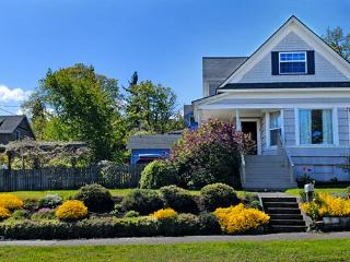 Great 4BR Home in Downtown Hood River