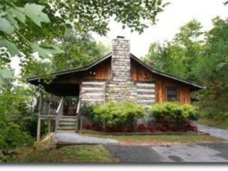 Honeymoon Hideaway - Romantic Authentic Cabin, Gatlinburg