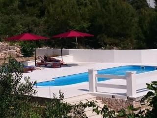 Beautiful House with Pool for 6 guests in Razanj
