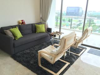 2 cosy rooms In condo near airport and cultural spots with local friendly hosts
