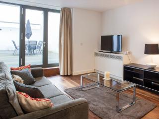 Uber Chic 1 Bedroom Terraced Apartment in Oxford Street, London