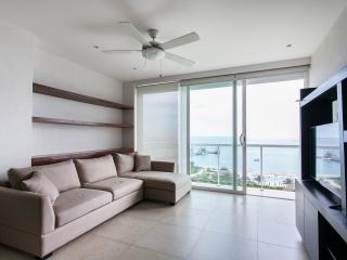 Beautiful 2 bedroom condo on the beach, Cancún