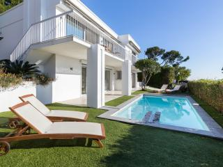 Luxurious Modern Villa with Private Heated Pool, Villefranche-sur-Mer