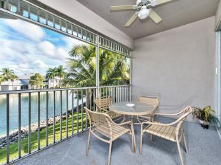 Second Floor Condo, Close to Beaches - *Lake View*, Napels