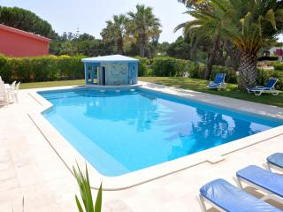 Extra Large 5 bed. villa in the Hilton Hotel area