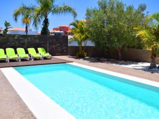 Exclusive 5-bedroom Villa next to the sandy beach, Adeje
