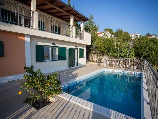 Stunninng villa with pool in Okrug Gornji, Trogir
