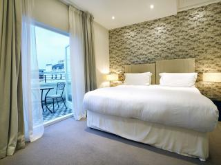 130 Queens Gate Apartments - One bedroom Deluxe, London
