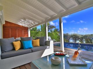 Little Paradise - View on Pinel Island -