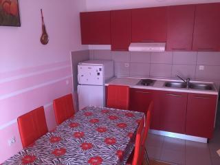 Apartment Ella in city center for five, Novalja