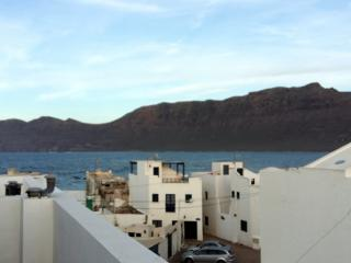 Famara apartment with huge terrace, Caleta de Famara