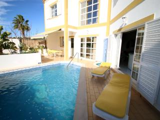 3 Bedroom Villa w pool and Albufeira Marina view, Olhos de Agua