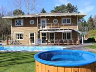 Traum Villa mit beheiztem Pool 28° - Sauna - Badefass - Tischtennis - Trampolin