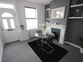 Modern 2 Bedroom Victorian Terrace Home - Luton To