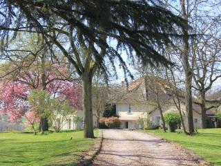 CHARMING COTTAGE CLOSE TO PARIS & VERSAILLES, Maule