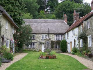 Picturesque Thatched Dorset Country Cottage., Shaftesbury