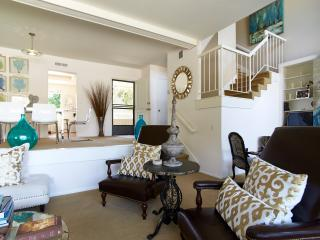 WALK 2 BEACH DESIGNER CONDO SLEEPS 7, Balboa Island