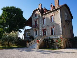 8 Bedroom Luxury Riverside Villa., Mouleydier