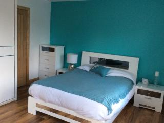 PORTSTEWART - BEAUTIFUL 5 BEDROOM HOME SLEEPS 9