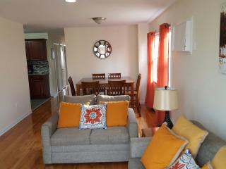 Beautiful 3 BRMS Apt 20 mins away from Manhattan!!, Jersey City