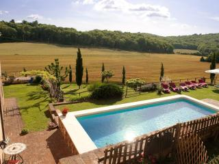 Charming private Villa,Pool,Hot tub,Wi-Fi, Siena